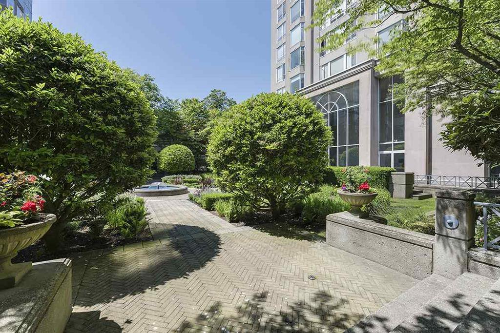 Main Photo: 103 2638 Ash Street in Vancouver: Fairview VW Condo for sale (Vancouver West)  : MLS®# R2184839