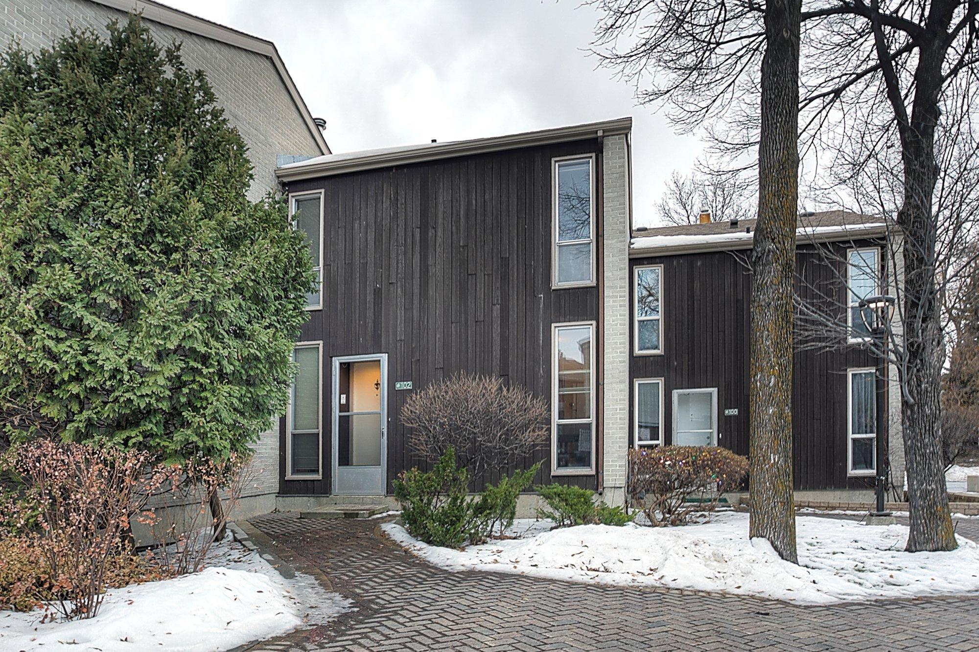 Main Photo: 102 1 Snow Street in Winnipeg: University Heights Townhouse for sale (1K)  : MLS®# 1730024