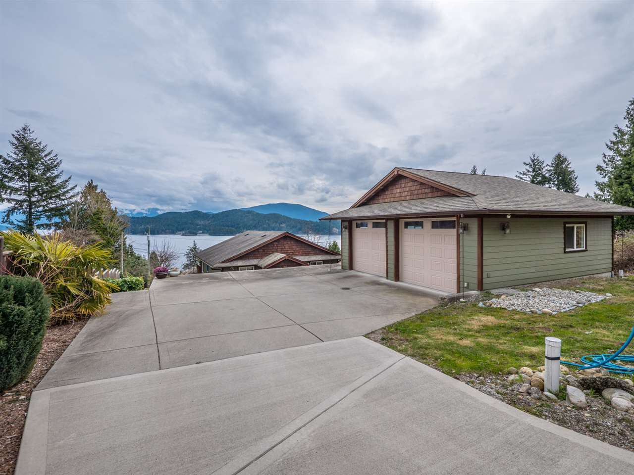 Photo 19: Photos: 588 N FLETCHER Road in Gibsons: Gibsons & Area House for sale (Sunshine Coast)  : MLS®# R2254074