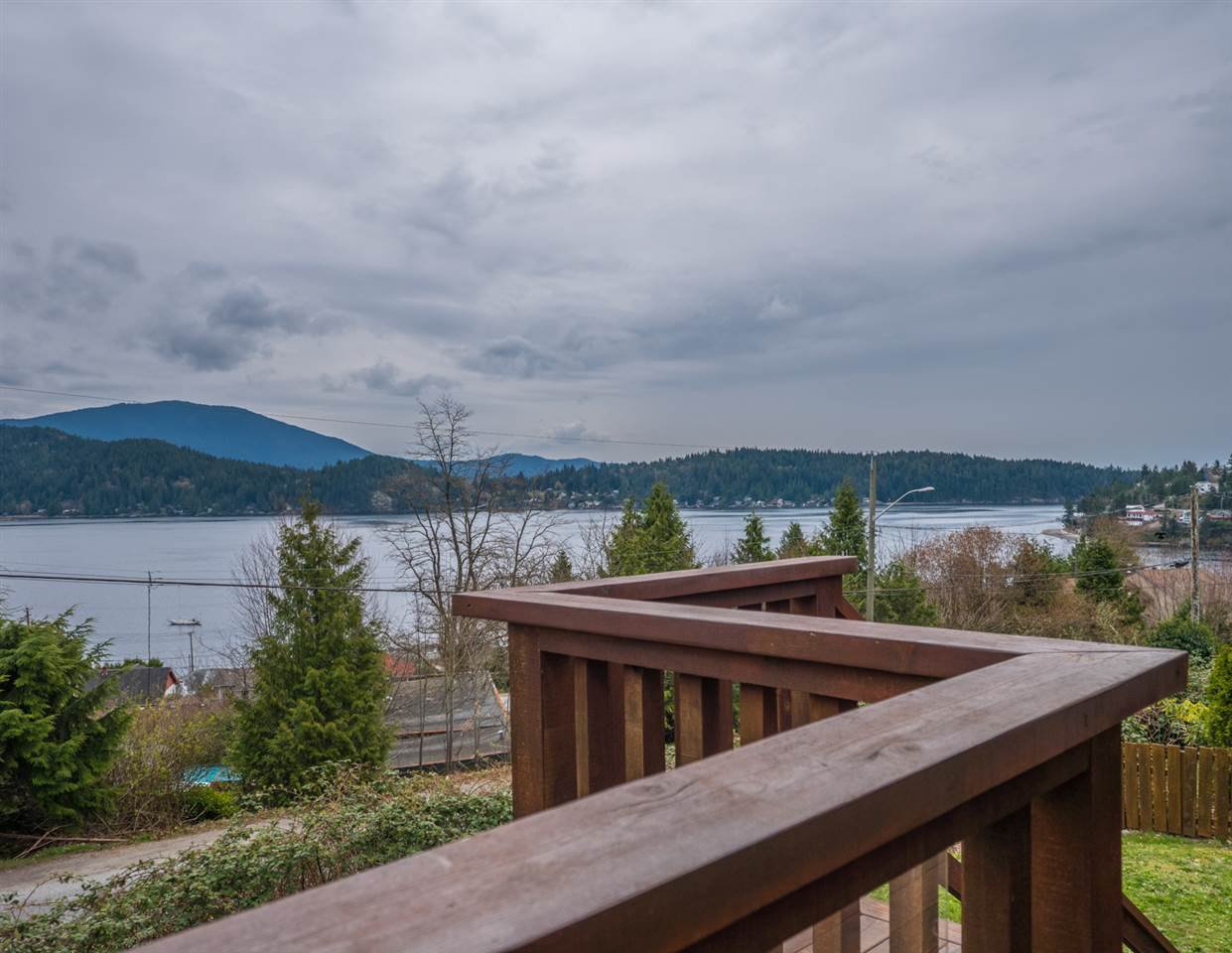 Photo 16: Photos: 588 N FLETCHER Road in Gibsons: Gibsons & Area House for sale (Sunshine Coast)  : MLS®# R2254074