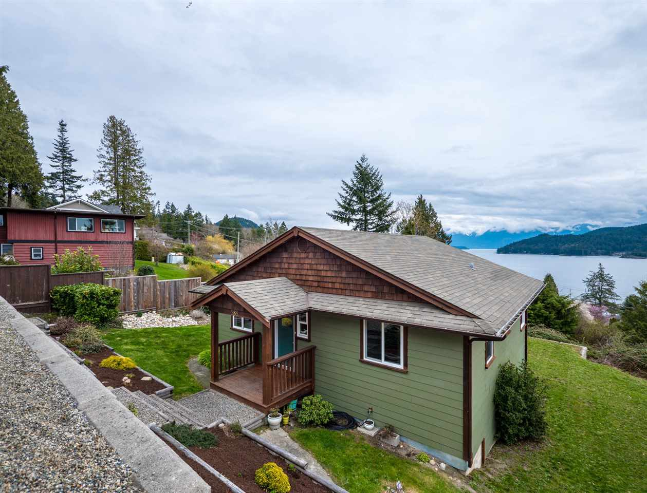 Photo 2: Photos: 588 N FLETCHER Road in Gibsons: Gibsons & Area House for sale (Sunshine Coast)  : MLS®# R2254074