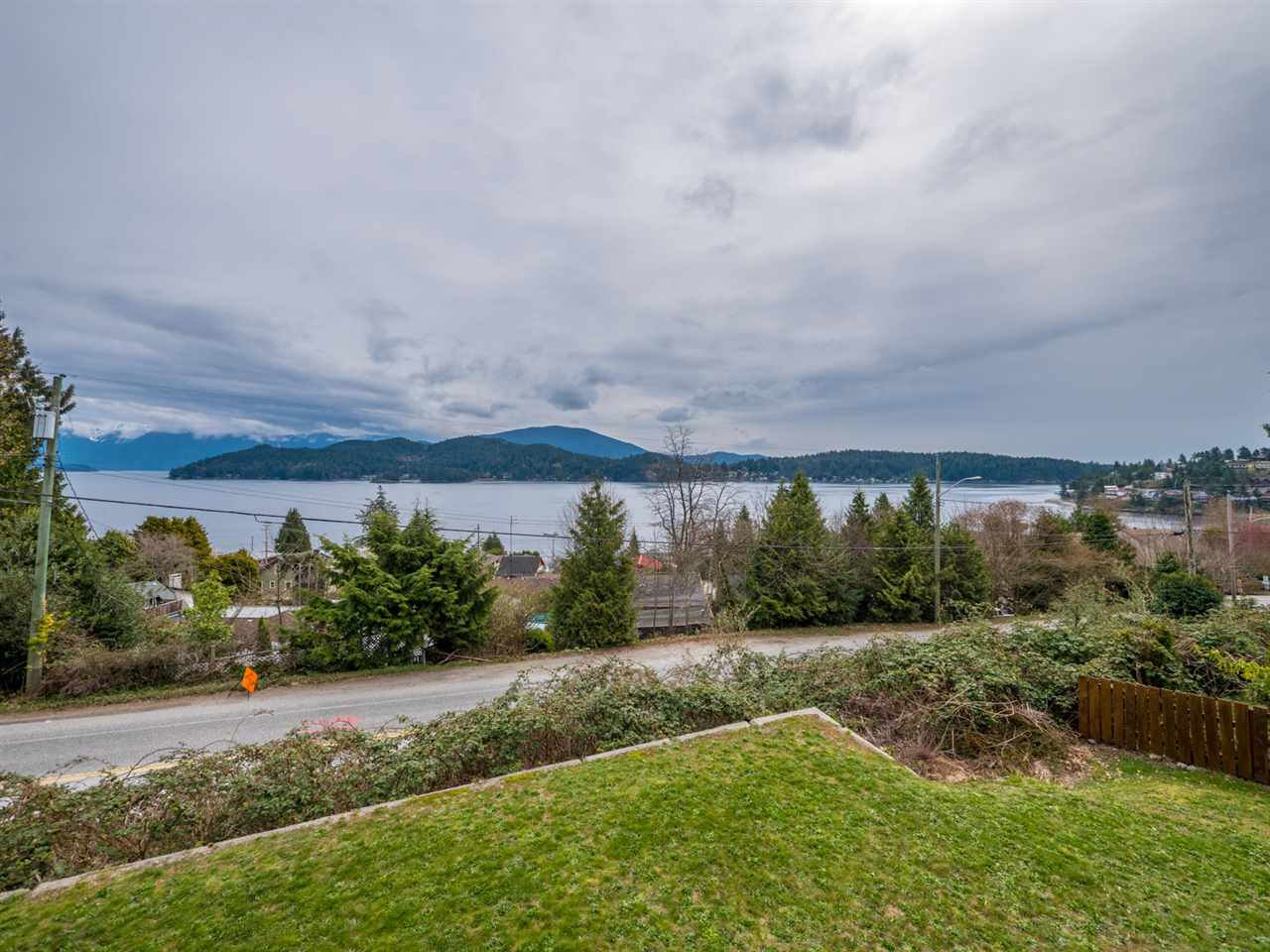 Photo 18: Photos: 588 N FLETCHER Road in Gibsons: Gibsons & Area House for sale (Sunshine Coast)  : MLS®# R2254074