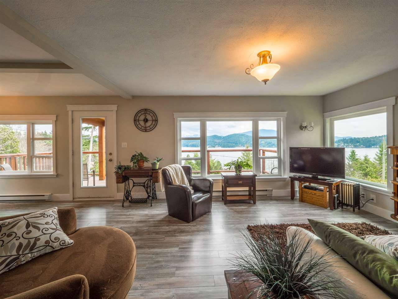 Photo 9: Photos: 588 N FLETCHER Road in Gibsons: Gibsons & Area House for sale (Sunshine Coast)  : MLS®# R2254074