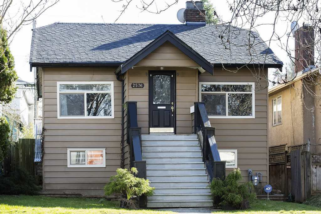 Photo 1: Photos: 2576 E 28TH Avenue in Vancouver: Collingwood VE House for sale (Vancouver East)  : MLS®# R2265530