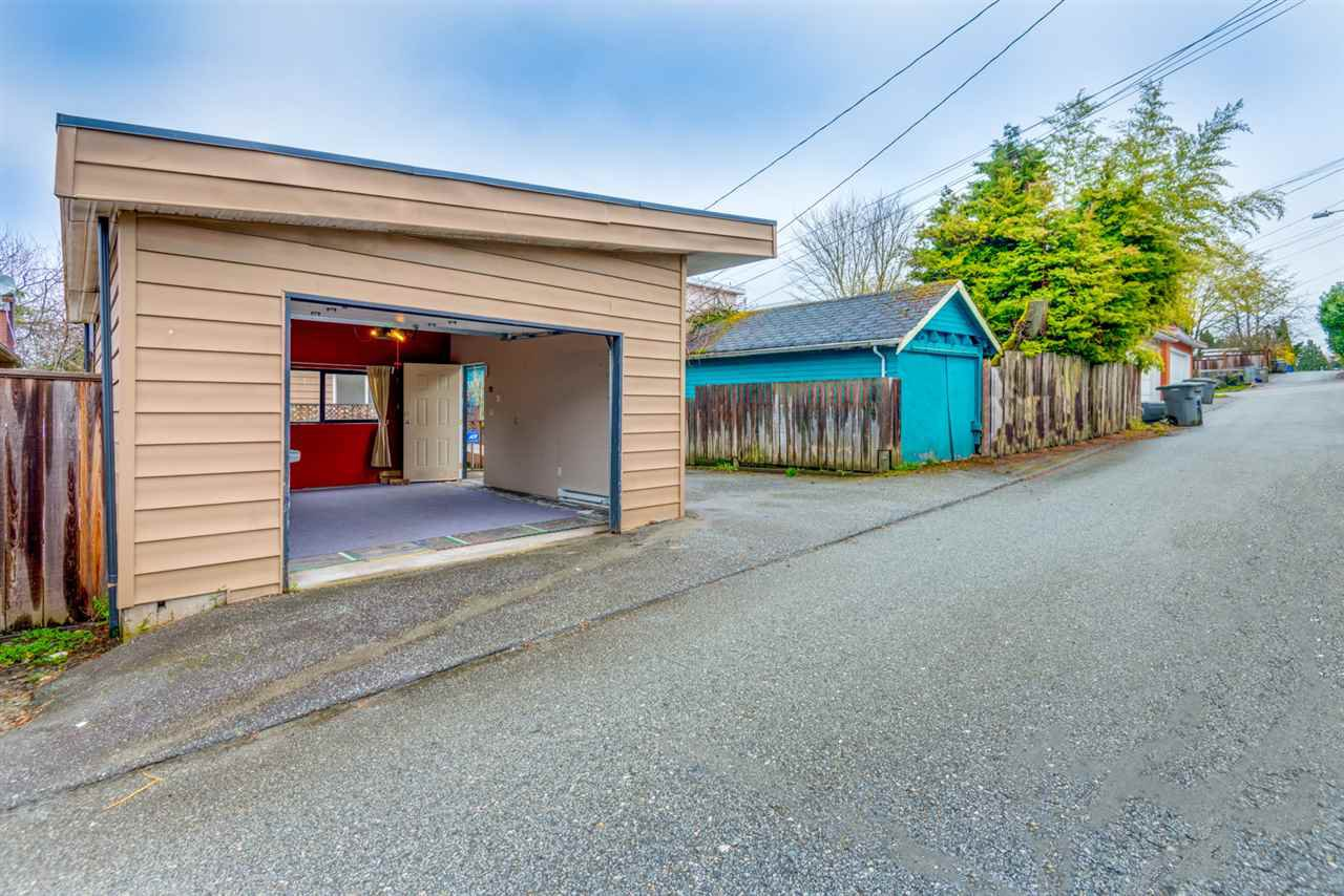 Photo 3: Photos: 2576 E 28TH Avenue in Vancouver: Collingwood VE House for sale (Vancouver East)  : MLS®# R2265530