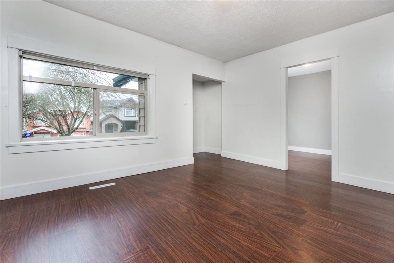 Photo 6: Photos: 2576 E 28TH Avenue in Vancouver: Collingwood VE House for sale (Vancouver East)  : MLS®# R2265530
