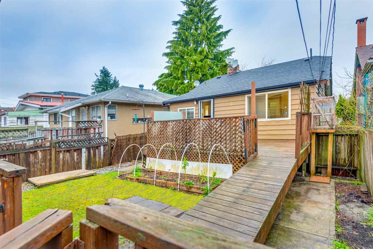 Photo 4: Photos: 2576 E 28TH Avenue in Vancouver: Collingwood VE House for sale (Vancouver East)  : MLS®# R2265530
