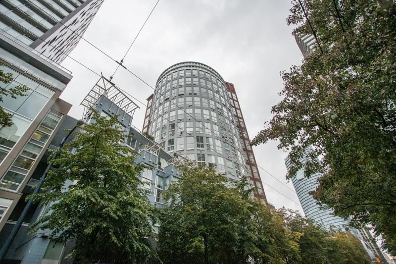 "Main Photo: PH6 933 SEYMOUR Street in Vancouver: Downtown VW Condo for sale in ""The Spot"" (Vancouver West)  : MLS®# R2309443"