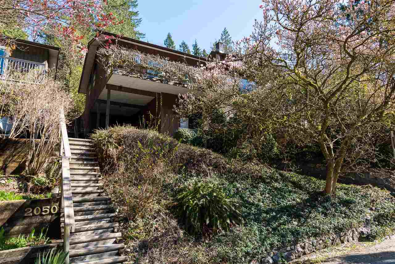 Main Photo: 2040 PARKSIDE Lane in North Vancouver: Deep Cove House for sale : MLS®# R2355052