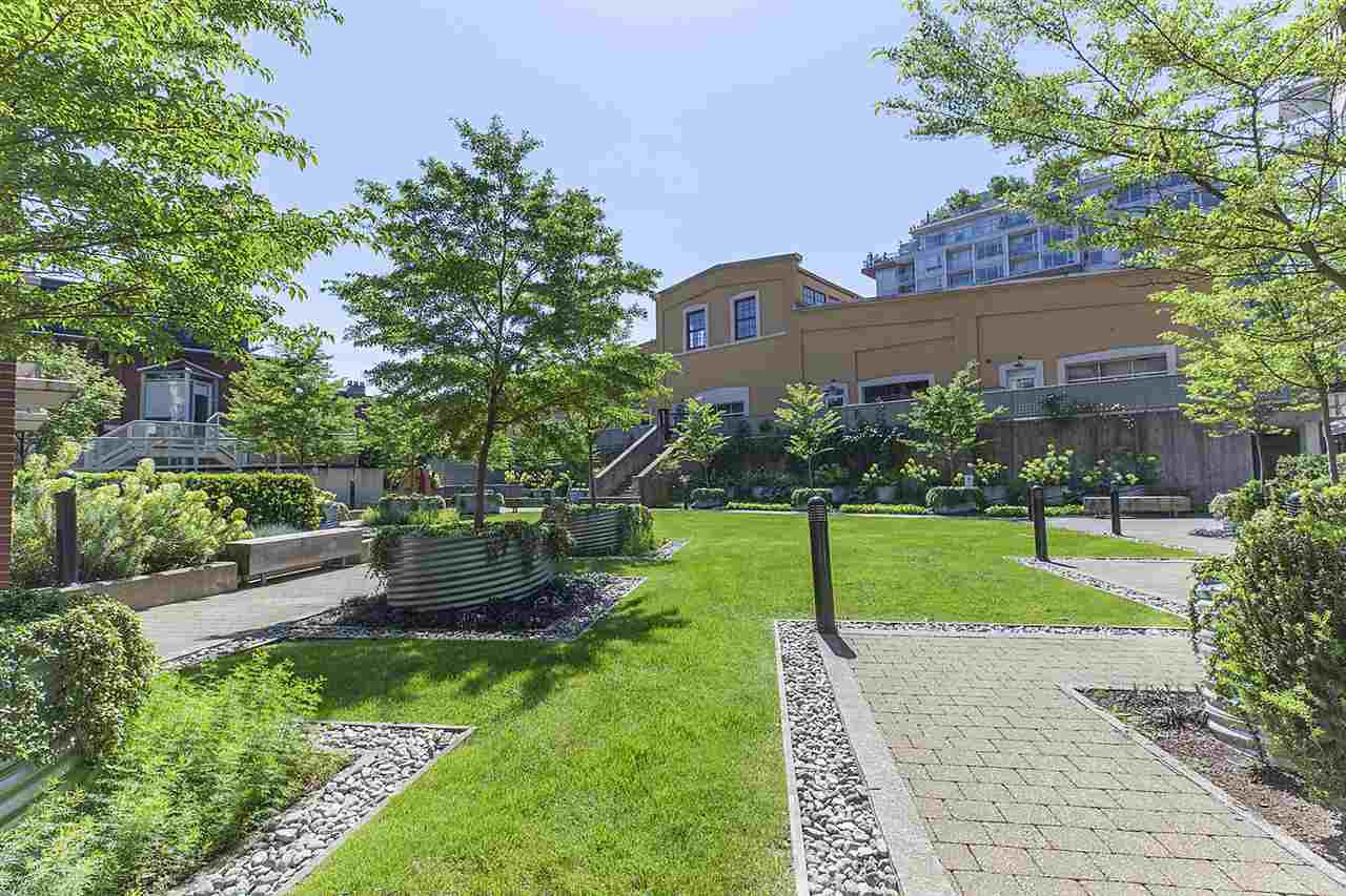 """Photo 17: Photos: 371 250 E 6TH Avenue in Vancouver: Mount Pleasant VE Condo for sale in """"THE DISTRICT"""" (Vancouver East)  : MLS®# R2374197"""