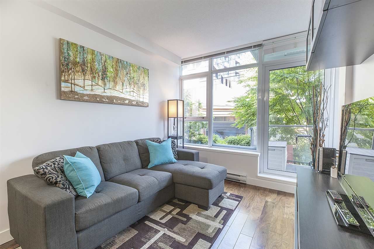 """Photo 9: Photos: 371 250 E 6TH Avenue in Vancouver: Mount Pleasant VE Condo for sale in """"THE DISTRICT"""" (Vancouver East)  : MLS®# R2374197"""