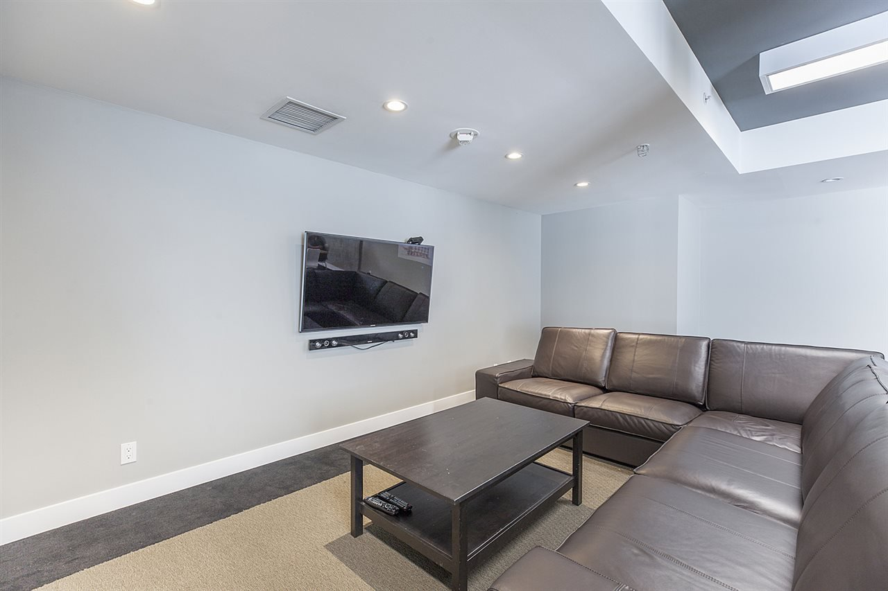 """Photo 18: Photos: 371 250 E 6TH Avenue in Vancouver: Mount Pleasant VE Condo for sale in """"THE DISTRICT"""" (Vancouver East)  : MLS®# R2374197"""