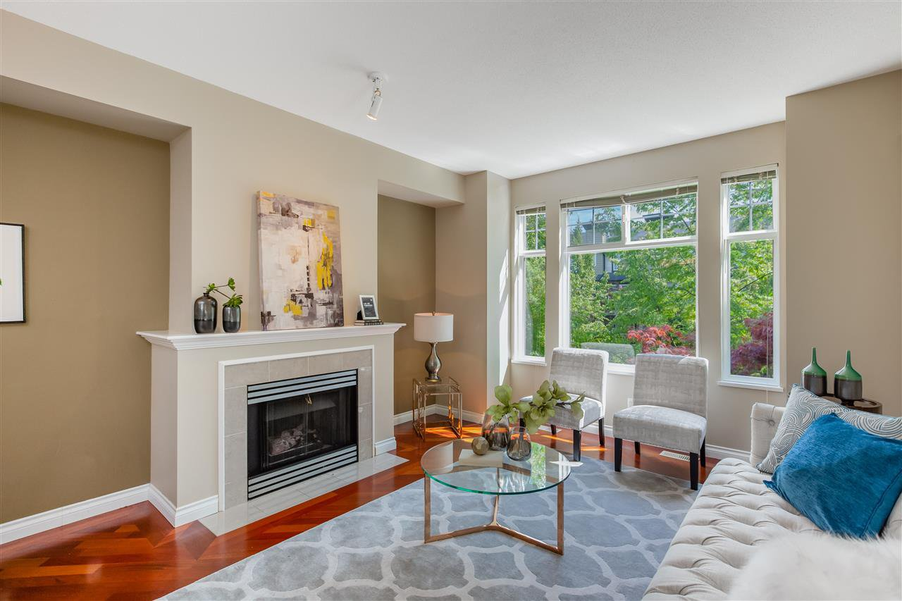 "Main Photo: 68 6888 ROBSON Drive in Richmond: Terra Nova Townhouse for sale in ""STANFORD PLACE"" : MLS®# R2393072"