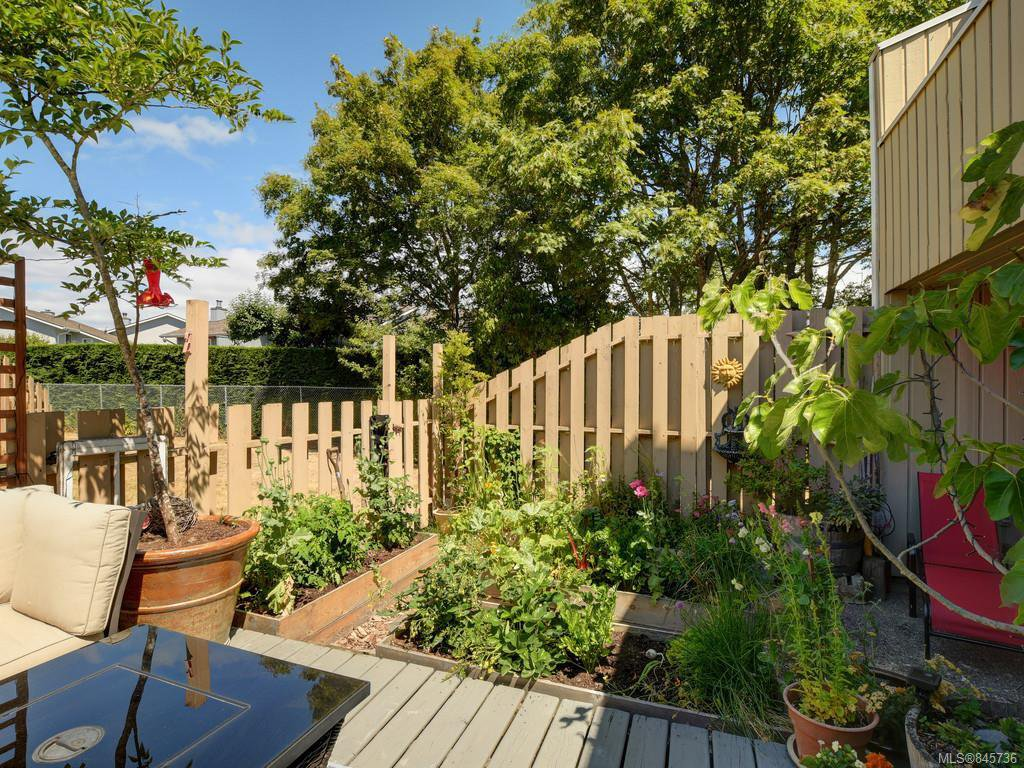 Main Photo: 111 3048 Washington Ave in : Vi Rock Bay Row/Townhouse for sale (Victoria)  : MLS®# 845736