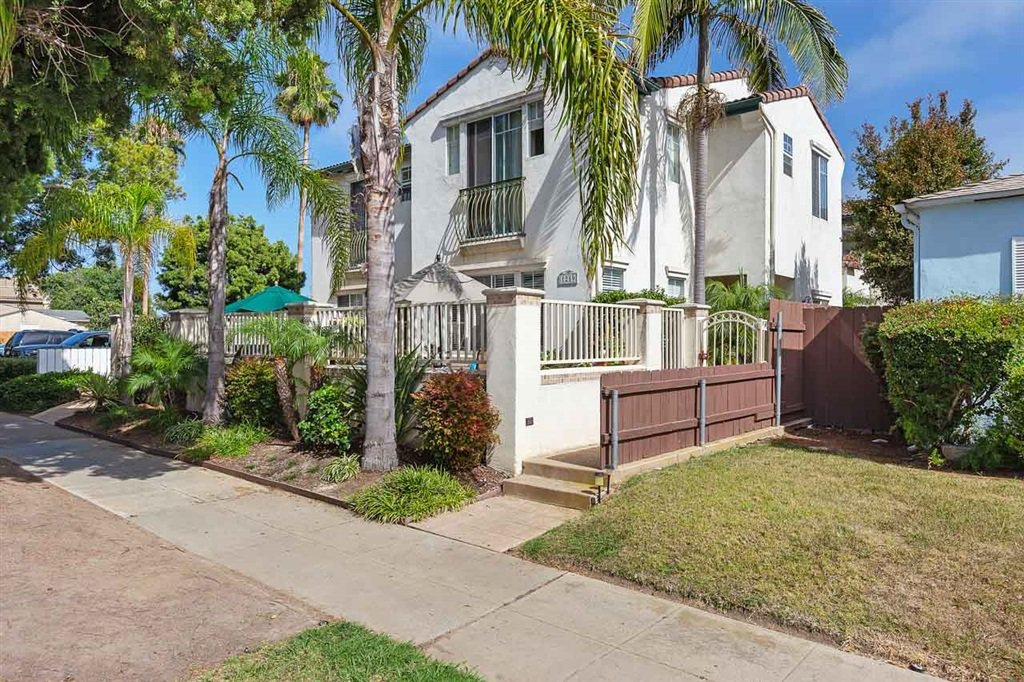 Main Photo: PACIFIC BEACH Townhouse for sale : 3 bedrooms : 1219 Felspar St #3 in San Diego