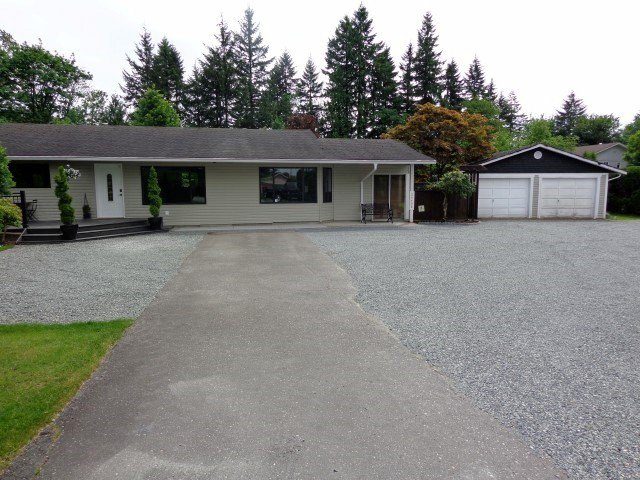 Main Photo: 24498 56 Avenue in Langley: Salmon River House for sale : MLS®# F1415006