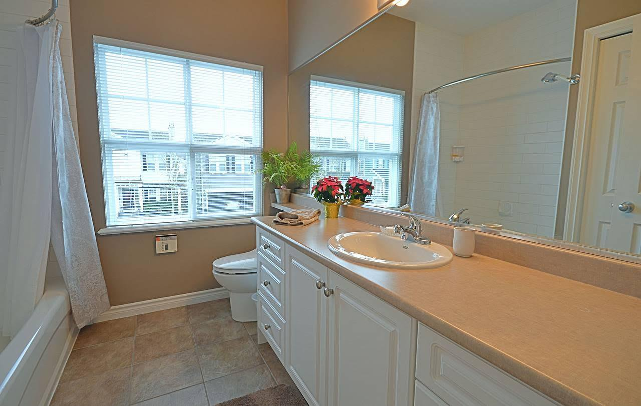 "Photo 14: Photos: 19557 HOFFMANN Way in Pitt Meadows: South Meadows House for sale in ""SAWYER'S LANDING"" : MLS®# R2024365"