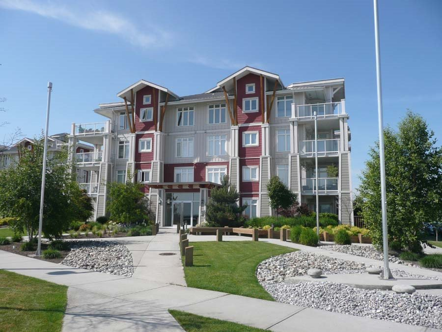 "Main Photo: 111 4233 BAYVIEW Street in Richmond: Steveston South Condo for sale in ""THE VILLAGE AT IMPERIAL LANDING"" : MLS®# R2038806"