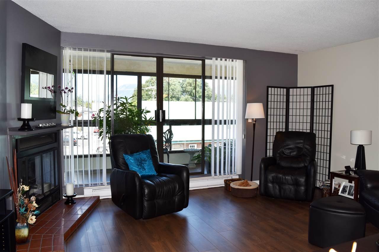 Photo 4: Photos: 211 5477 WHARF Avenue in Sechelt: Sechelt District Condo for sale (Sunshine Coast)  : MLS®# R2096430
