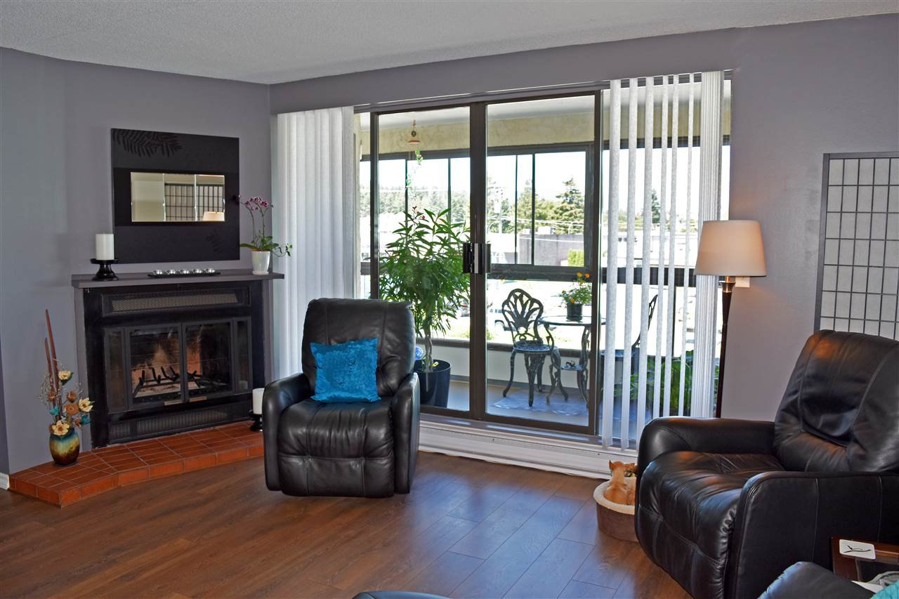 Photo 3: Photos: 211 5477 WHARF Avenue in Sechelt: Sechelt District Condo for sale (Sunshine Coast)  : MLS®# R2096430