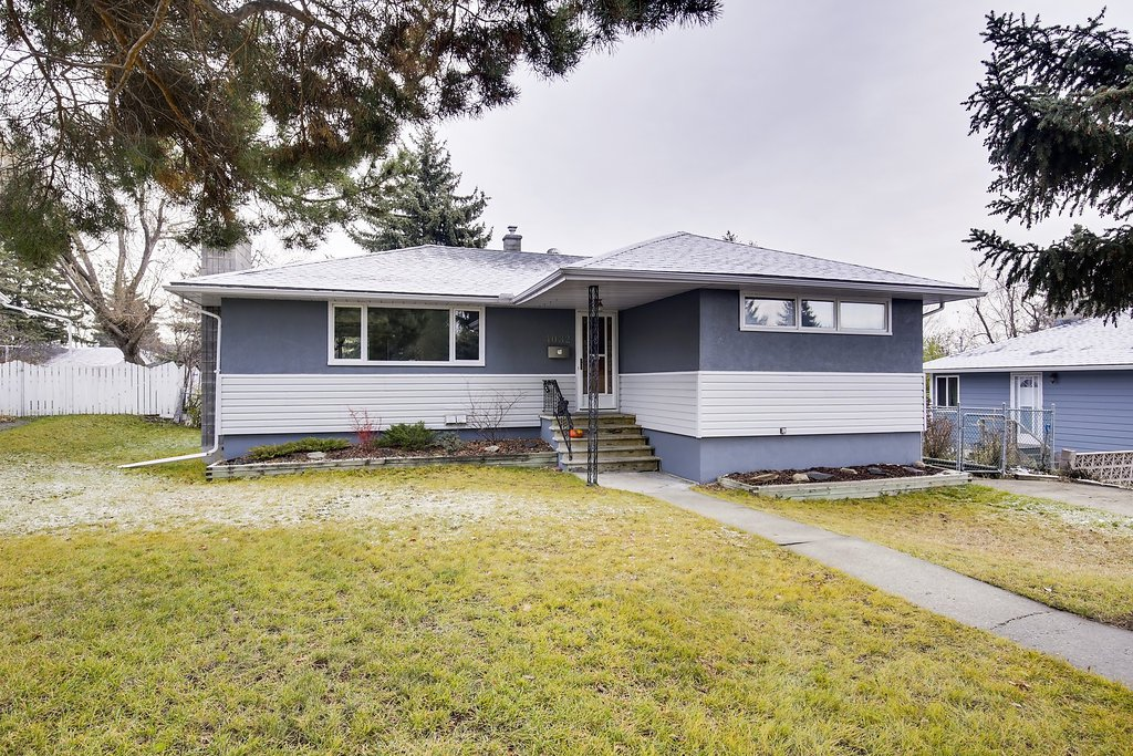 Main Photo: GROVE HILL RD SW in Calgary: Glendale House for sale : MLS®# C4088063