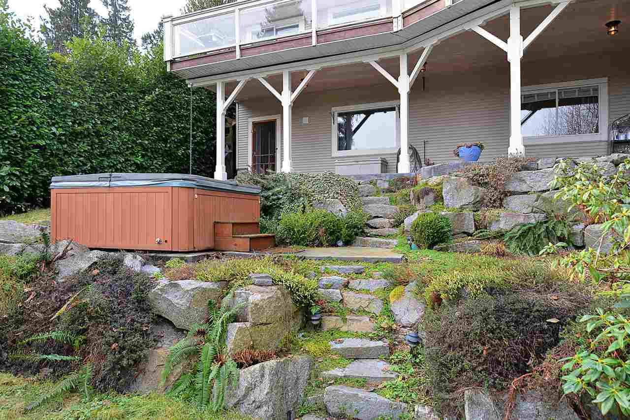 """Photo 19: Photos: 629 GOWER POINT Road in Gibsons: Gibsons & Area House for sale in """"Lower Gibsons"""" (Sunshine Coast)  : MLS®# R2135750"""