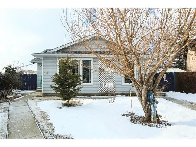 Main Photo: 136 Falton Close NE in Calgary: Falconridge House  : MLS®# C4101015