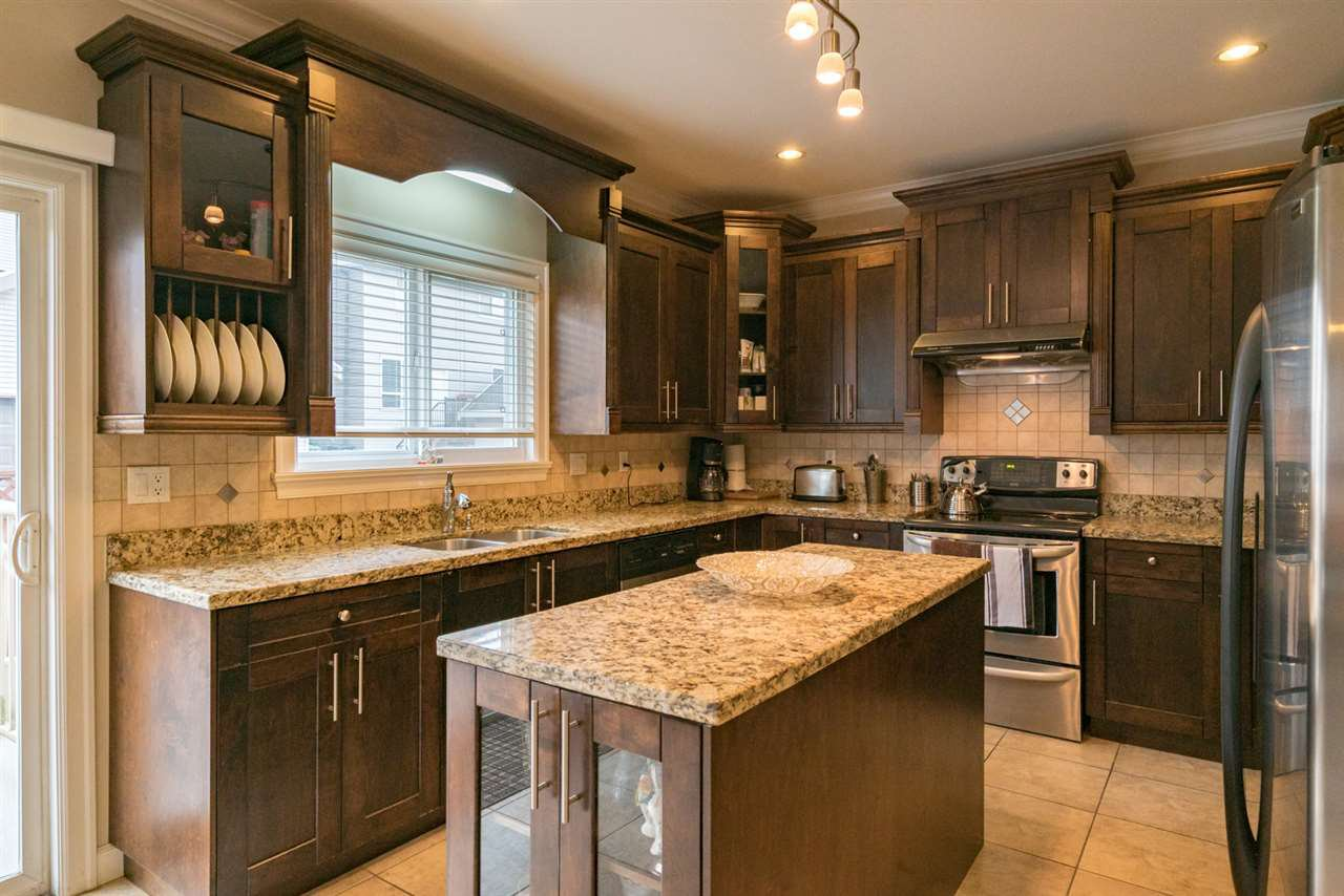 """Photo 9: Photos: 7236 202 Street in Langley: Willoughby Heights House for sale in """"JERICO RIDGE"""" : MLS®# R2168085"""