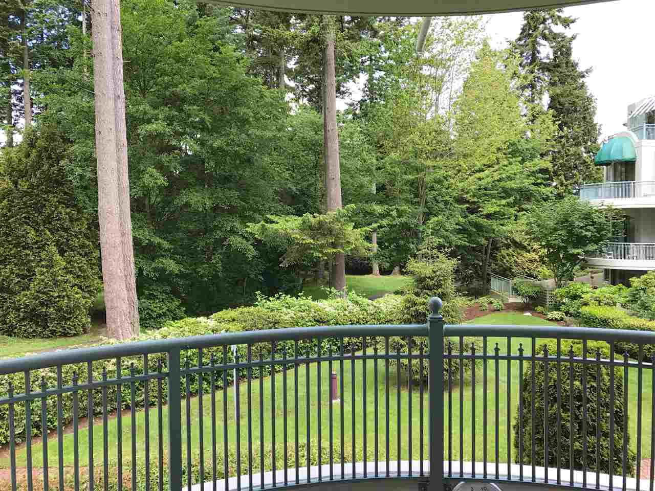 """Photo 10: Photos: 206 1725 MARTIN Drive in Surrey: Sunnyside Park Surrey Condo for sale in """"Southwynd"""" (South Surrey White Rock)  : MLS®# R2172943"""