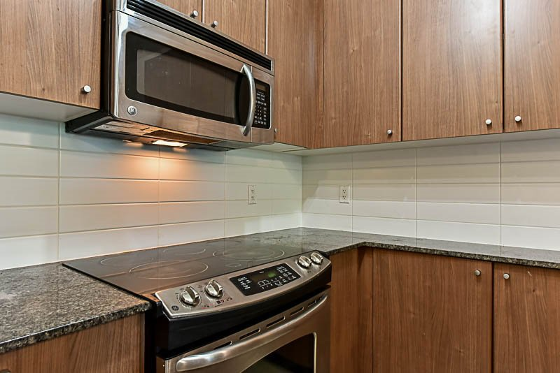 """Photo 6: Photos: 104 240 FRANCIS Way in New Westminster: Fraserview NW Condo for sale in """"THE GROVE"""" : MLS®# R2190309"""