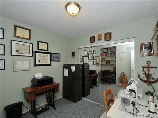 Main Photo: 9 840 Craigflower Road in VICTORIA: Es Kinsmen Park Residential for sale (Esquimalt)  : MLS®# 343051