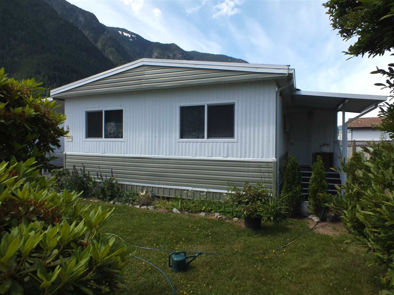 Main Photo: 14 62780 FLOOD HOPE Road in Hope: Hope Center Manufactured Home for sale : MLS®# R2274257