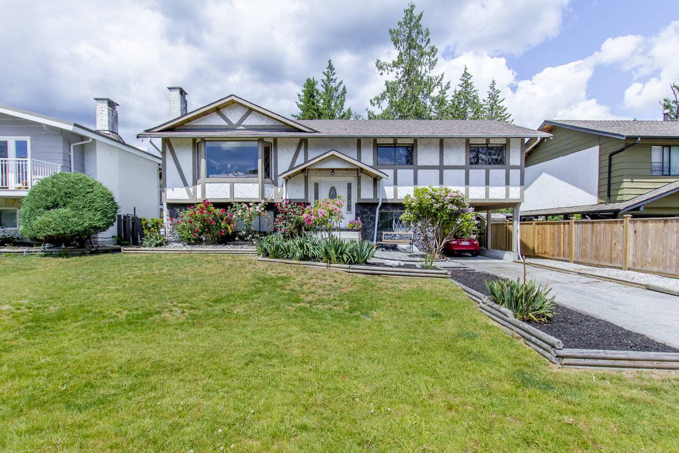 """Main Photo: 837 HEMLOCK Crescent in Port Coquitlam: Lincoln Park PQ House for sale in """"SUN VALLEY"""" : MLS®# R2276084"""