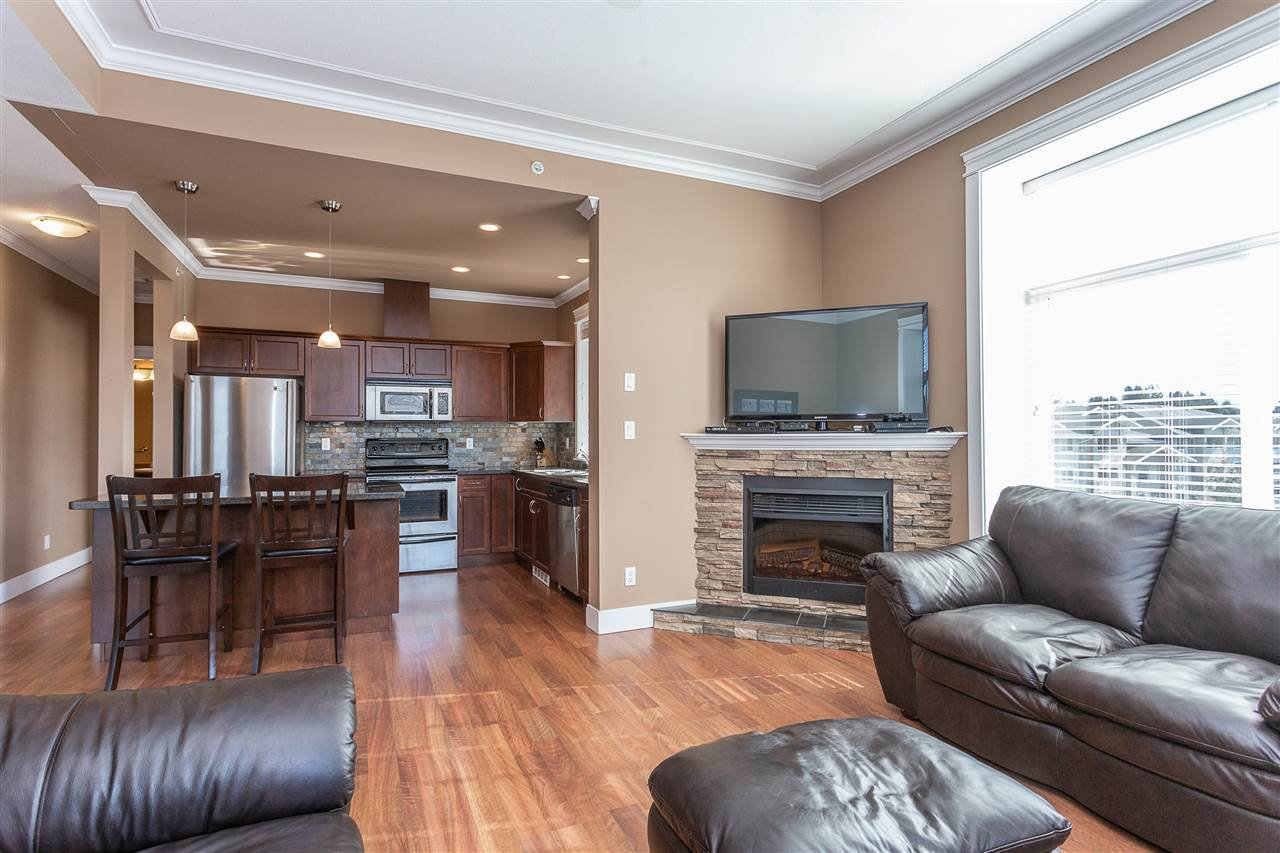 "Photo 3: Photos: 409 33338 MAYFAIR Avenue in Abbotsford: Central Abbotsford Condo for sale in ""The Sterling"" : MLS®# R2346998"