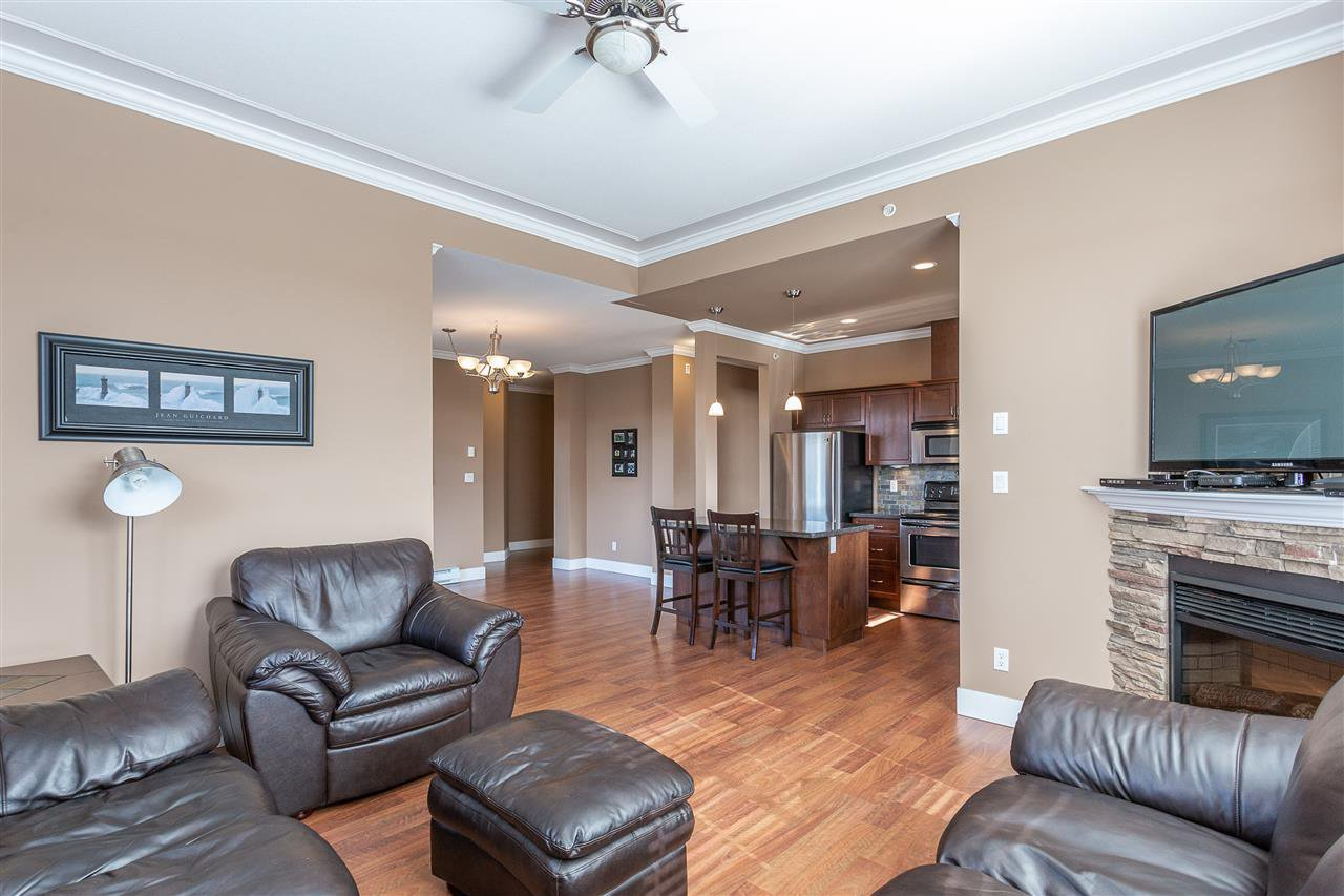 "Photo 10: Photos: 409 33338 MAYFAIR Avenue in Abbotsford: Central Abbotsford Condo for sale in ""The Sterling"" : MLS®# R2346998"