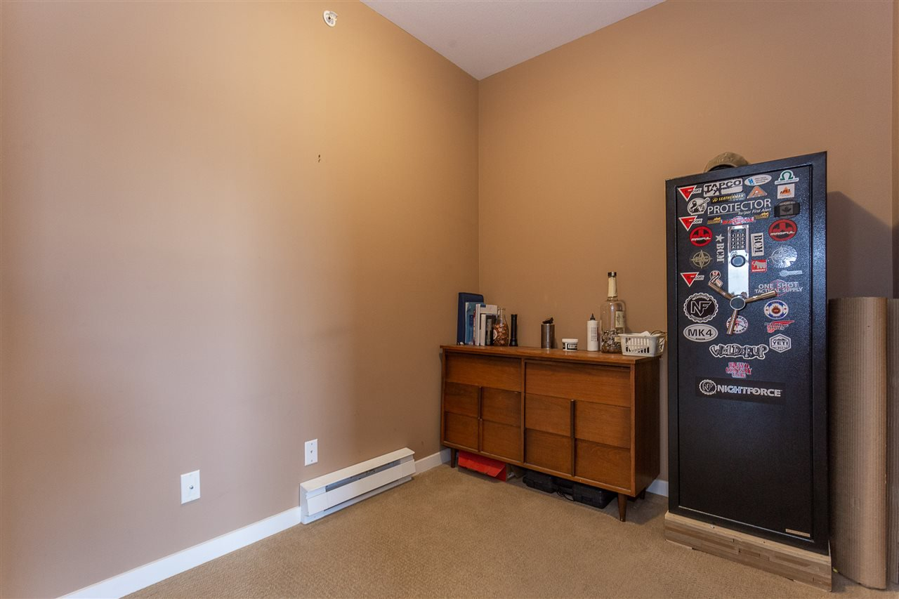 "Photo 15: Photos: 409 33338 MAYFAIR Avenue in Abbotsford: Central Abbotsford Condo for sale in ""The Sterling"" : MLS®# R2346998"