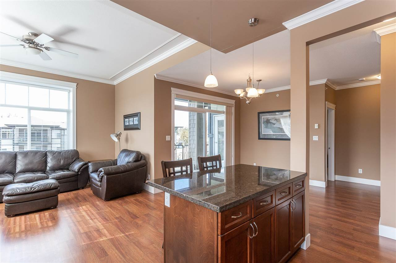 "Photo 6: Photos: 409 33338 MAYFAIR Avenue in Abbotsford: Central Abbotsford Condo for sale in ""The Sterling"" : MLS®# R2346998"