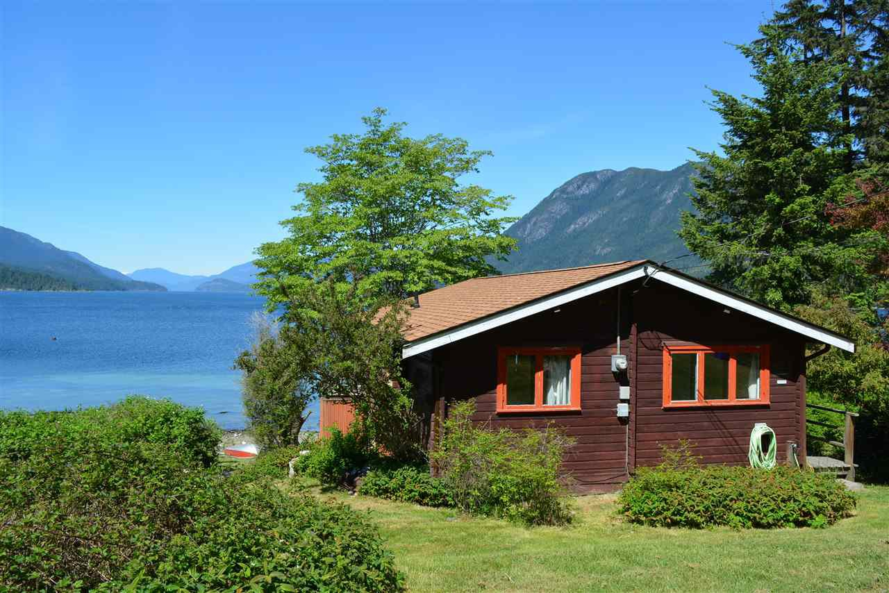 Main Photo: 6028 CORACLE Place in Sechelt: Sechelt District House for sale (Sunshine Coast)  : MLS®# R2368826