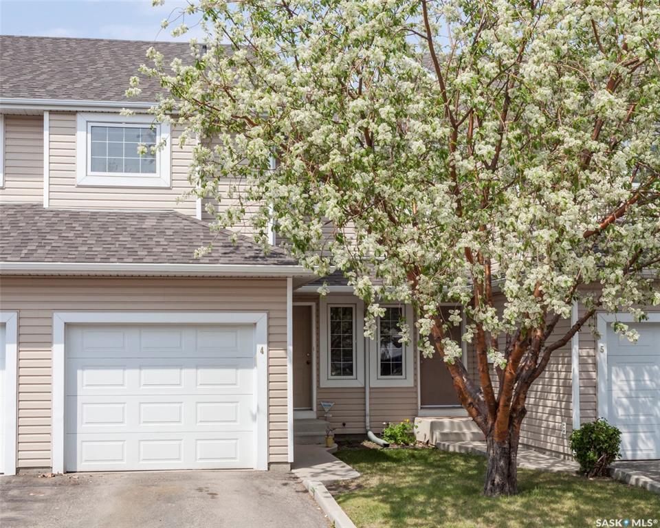 Main Photo: 4 327 Berini Drive in Saskatoon: Erindale Residential for sale : MLS®# SK773527