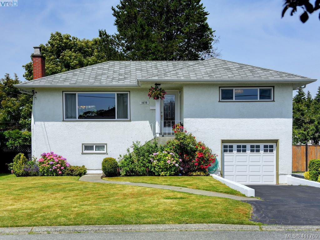 Main Photo: 1670 Howroyd Ave in VICTORIA: SE Mt Tolmie House for sale (Saanich East)  : MLS®# 816362