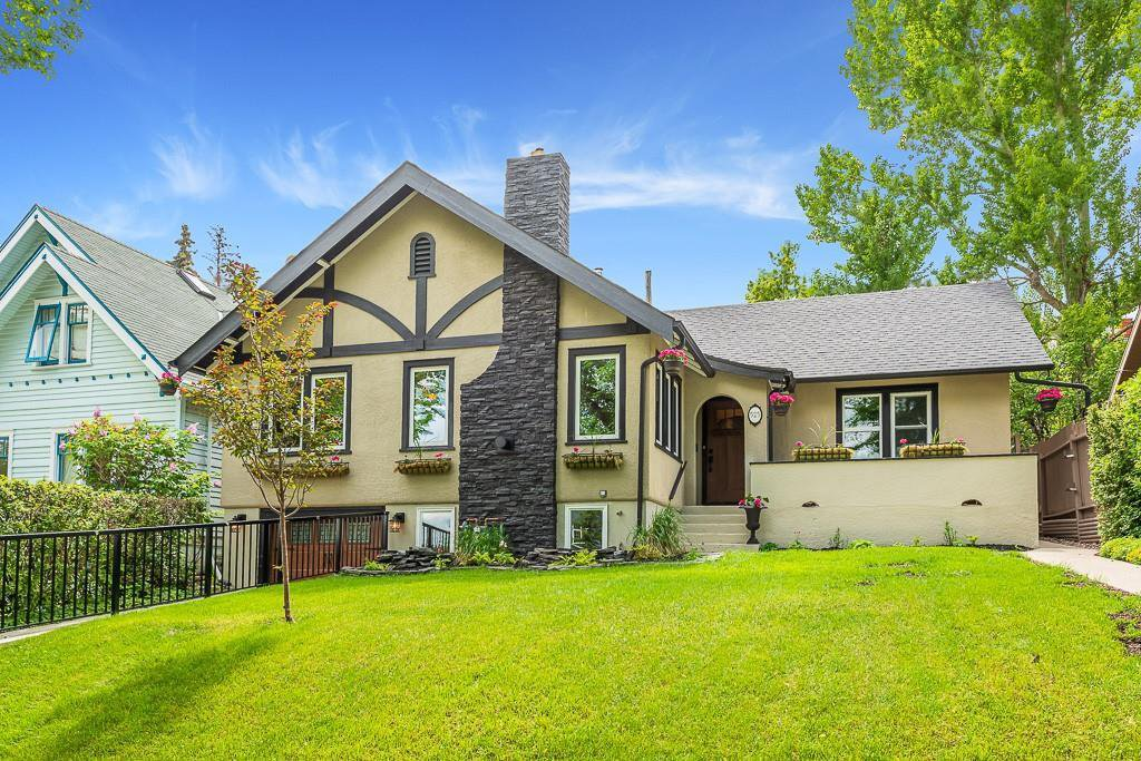 Main Photo: 525 SALEM Avenue SW in Calgary: Scarboro Detached for sale : MLS®# C4255093