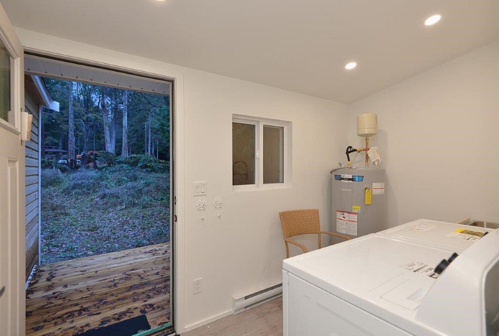 Photo 10: Photos: 3242 BEACH Avenue: Roberts Creek House for sale (Sunshine Coast)  : MLS®# R2425988