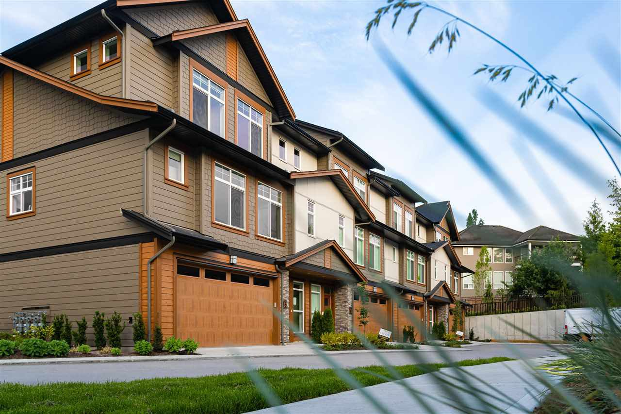 """Main Photo: 34 17033 FRASER Highway in Surrey: Fleetwood Tynehead Townhouse for sale in """"LIBERTY AT FLEETWOOD"""" : MLS®# R2487353"""