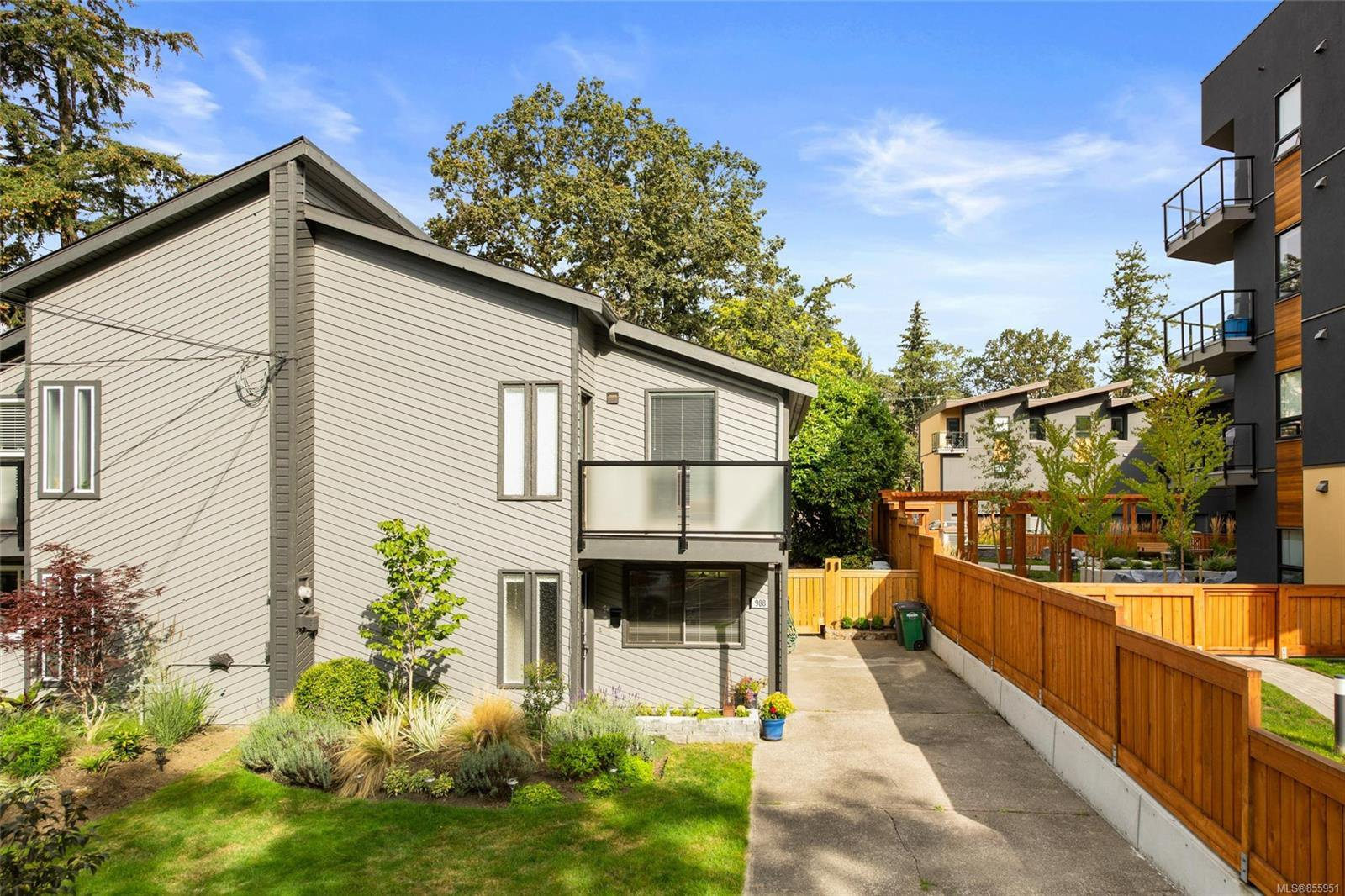 Main Photo: 988 Annie St in : SE Quadra Half Duplex for sale (Saanich East)  : MLS®# 855951