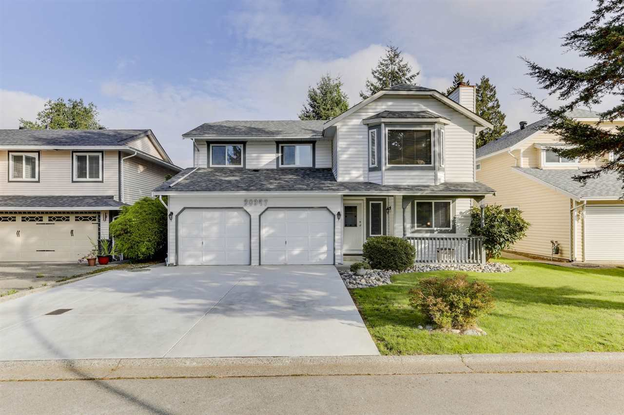 Main Photo: 20347 WALNUT Crescent in Maple Ridge: Southwest Maple Ridge House for sale : MLS®# R2506378