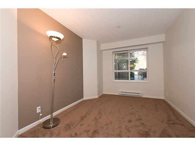 """Photo 6: Photos: # 106 8495 JELLICOE ST in Vancouver: Fraserview VE Condo for sale in """"RIVER GATE"""" (Vancouver East)  : MLS®# V1009758"""
