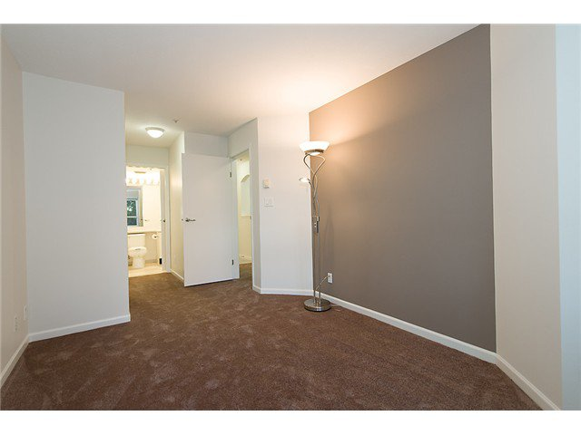 """Photo 5: Photos: # 106 8495 JELLICOE ST in Vancouver: Fraserview VE Condo for sale in """"RIVER GATE"""" (Vancouver East)  : MLS®# V1009758"""