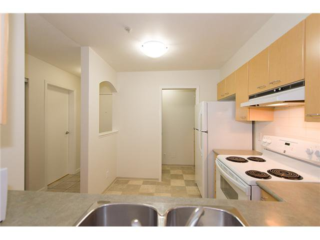 """Photo 2: Photos: # 106 8495 JELLICOE ST in Vancouver: Fraserview VE Condo for sale in """"RIVER GATE"""" (Vancouver East)  : MLS®# V1009758"""