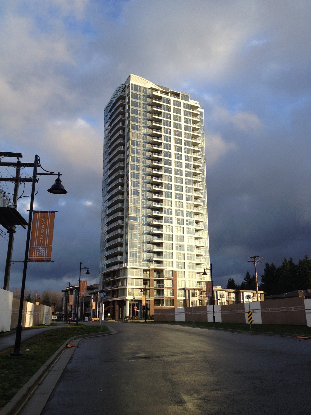 Main Photo: 1106 3102 Windsor Gate in Coquitlam: New Horizons Condo for sale : MLS®# V1038907