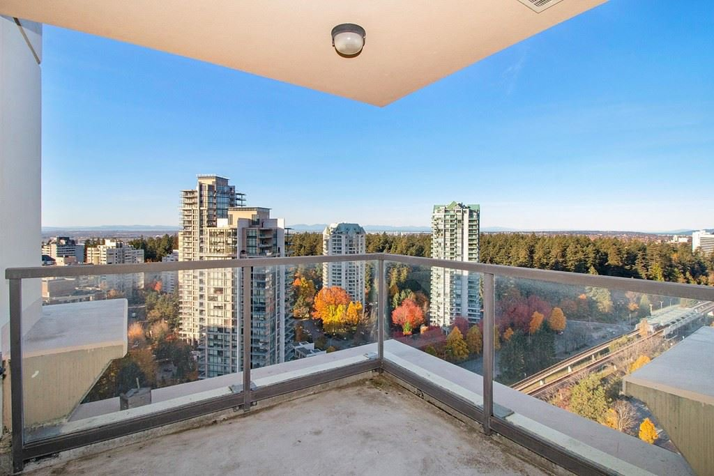 "Main Photo: 2705 4333 CENTRAL Boulevard in Burnaby: Metrotown Condo for sale in ""THE PRESIDIA"" (Burnaby South)  : MLS®# R2419785"